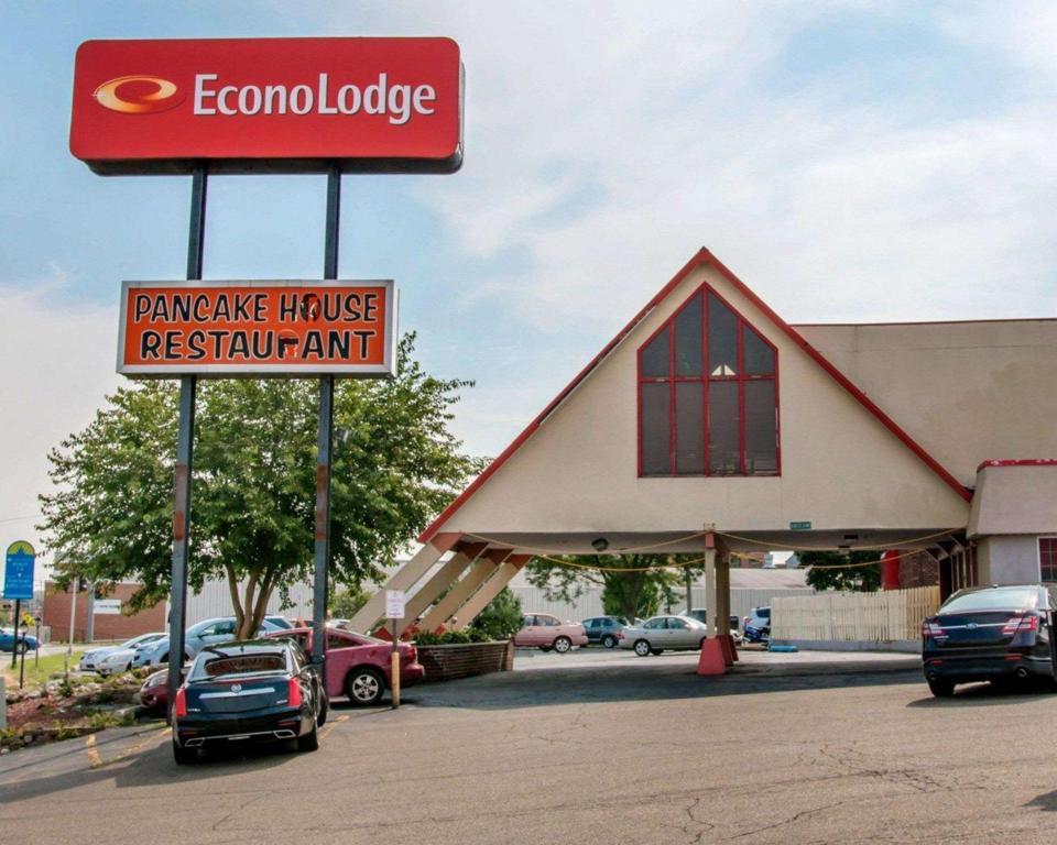 best price on econo lodge in battle creek mi reviews. Black Bedroom Furniture Sets. Home Design Ideas