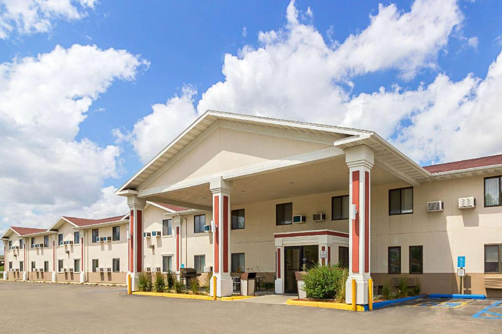 Econo Lodge East In Fargo Nd Room Deals Photos Amp Reviews