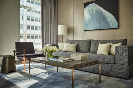 Hudson Suite - Guestroom Four Seasons Hotel New York Downtown