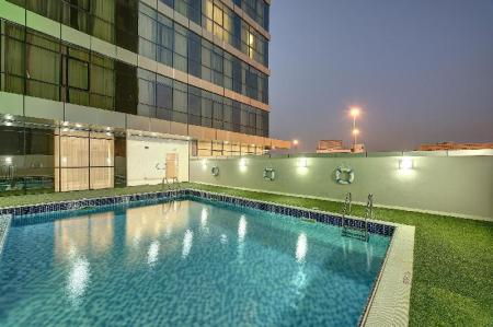 Swimming pool [outdoor] Royal Continental Hotel - Dubai Airport