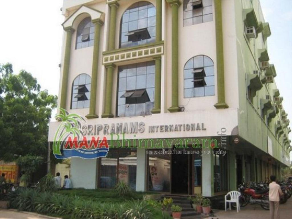 Hotel Sripranams International