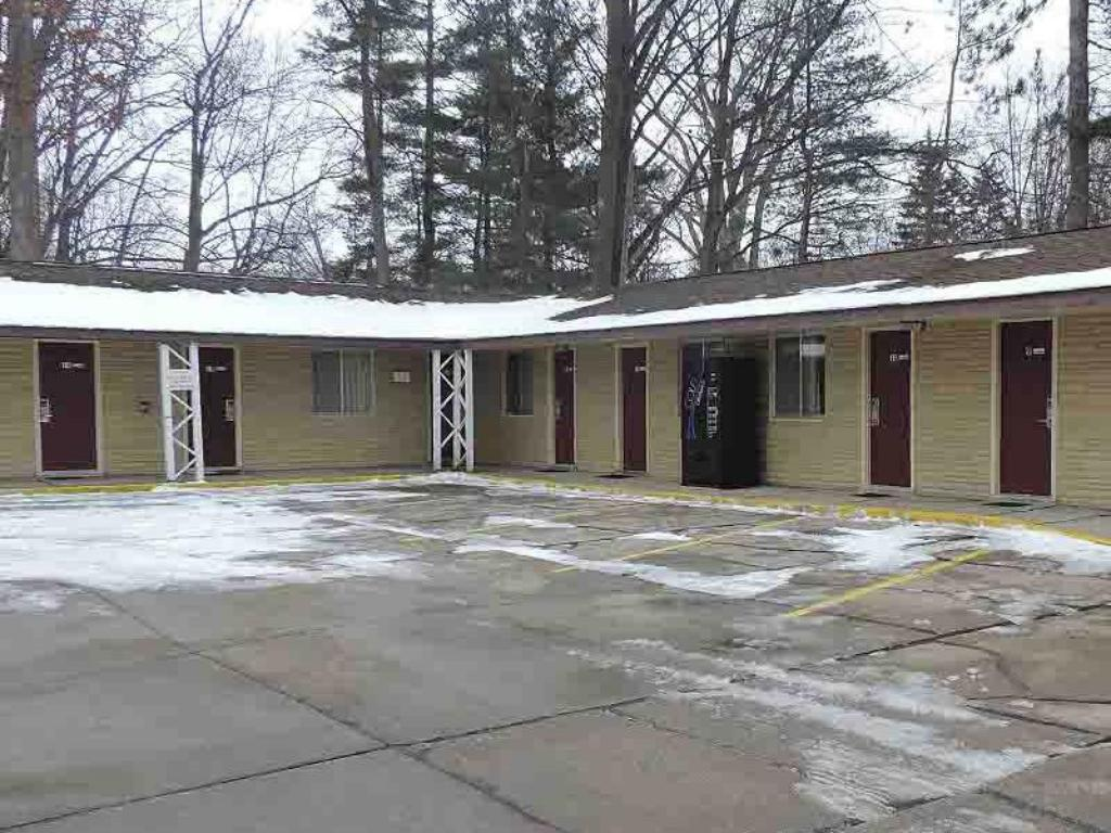More about Gratiot View Motel