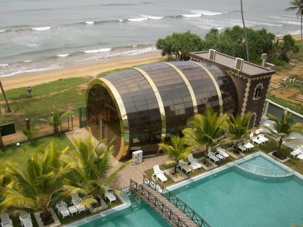 Ocean Queen Hotel in Wadduwa - Room Deals, Photos & Reviews
