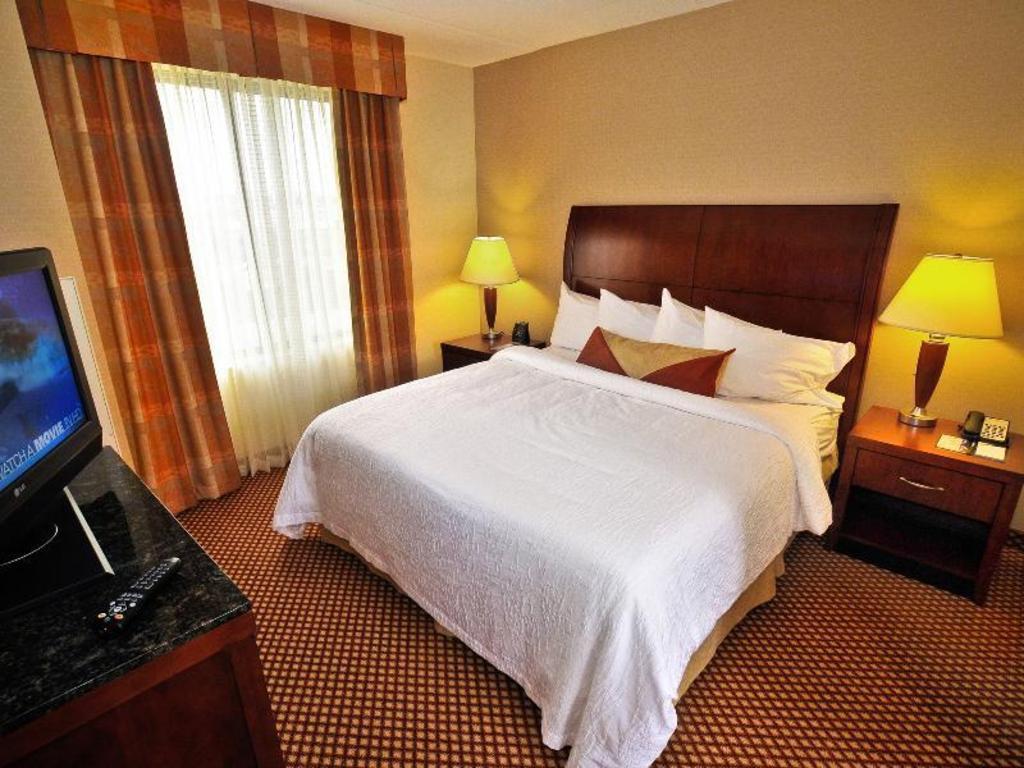 1 king bed bed hilton garden inn erie - Hilton Garden Inn Erie Pa