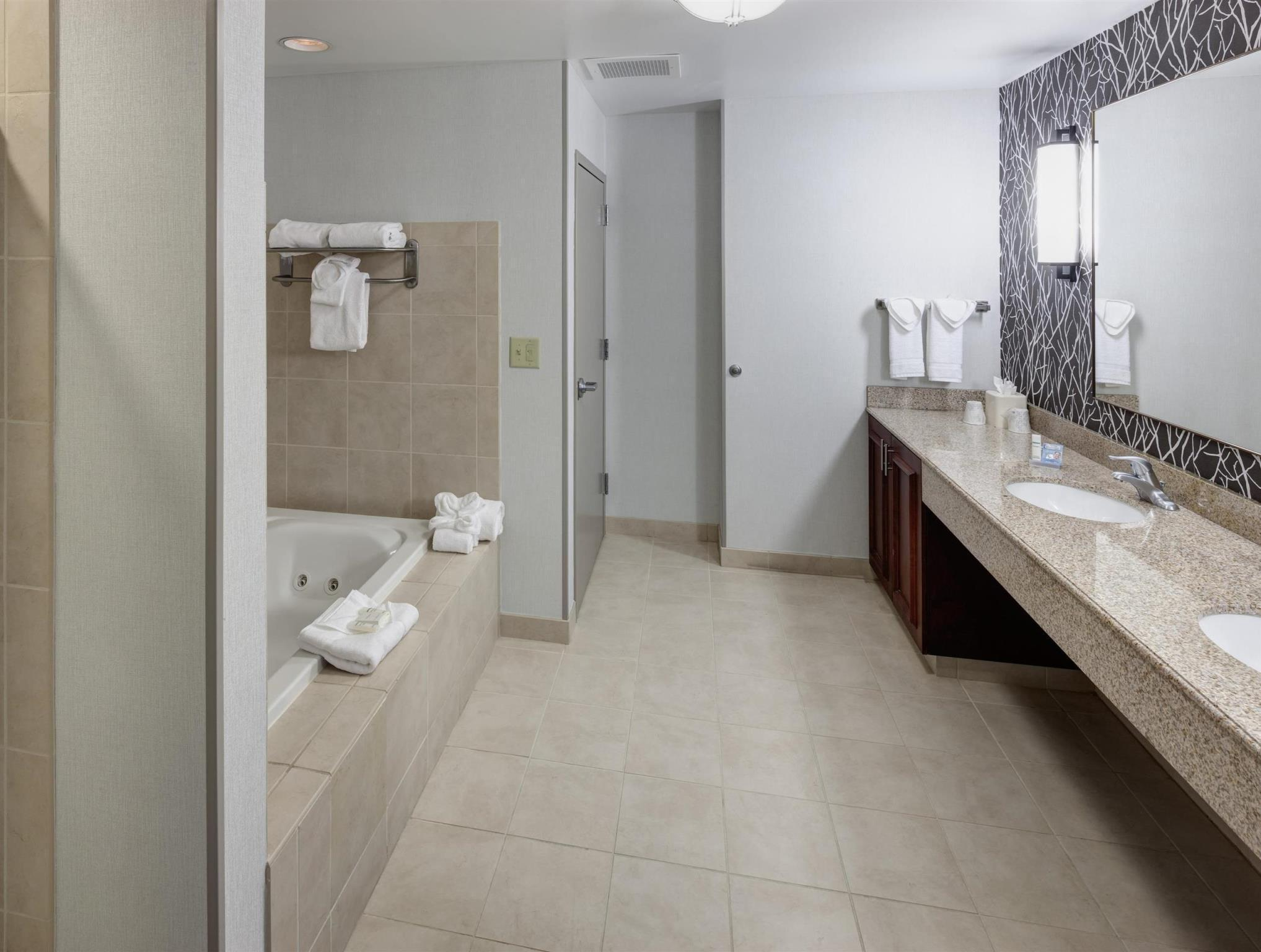 1 King Bed With Whirlpool   Bathroom Hilton Garden Inn Nashville Vanderbilt