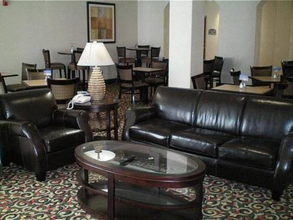 Лоби Holiday Inn Express Hotel & Suites San Antonio NW-Medical Area