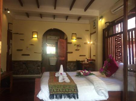 Deluxe Double Room with City View - Bed Chaluenxay Villa
