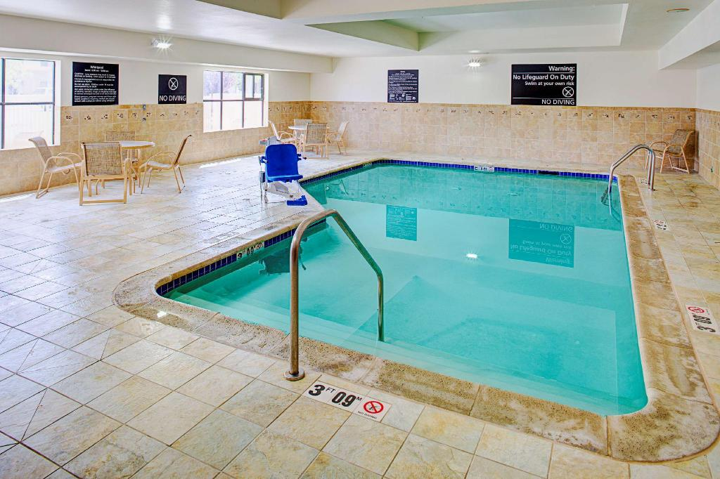 Piscina Hampton Inn Suites Lancaster