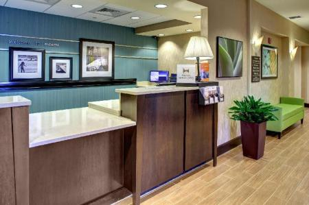Lobby Hampton Inn and Suites Miami Airport South