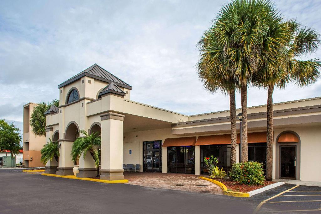 Days Inn & Suites by Wyndham Orlando Airport