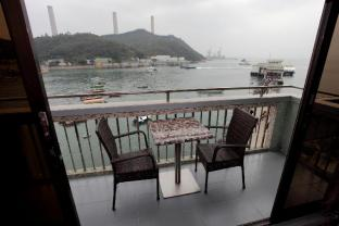 Man Lai Wah Hotel - Double room with sea view balcony B2