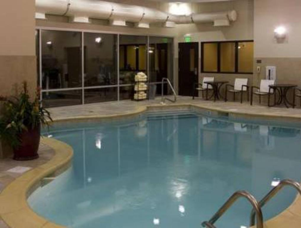 Schwimmbad SpringHill Suites Birmingham Downtown at UAB