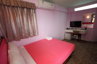 Man Lai Wah Hotel - Double room with small balcony D2