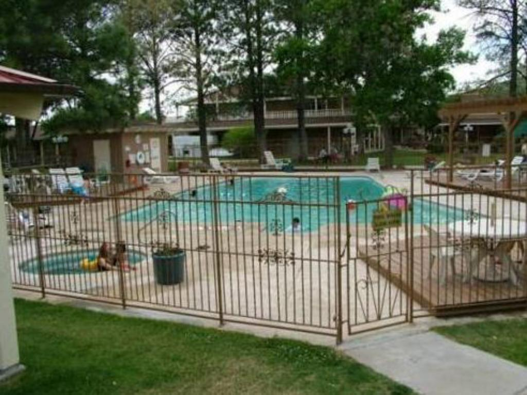Swimming pool Inn at Rio Rancho Hotel