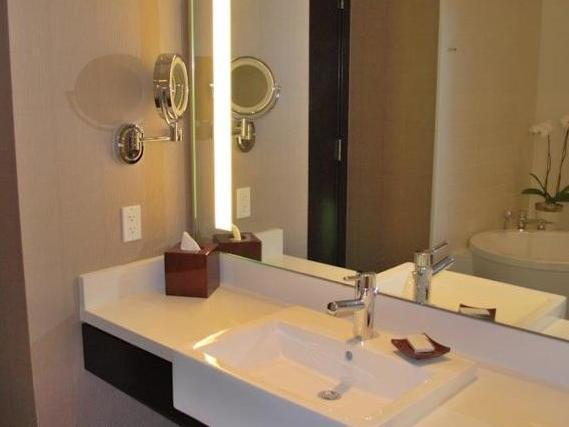 Luxury Suites International by Vdara, West of The Strip, Las Vegas (NV) - Room Deals, Photos
