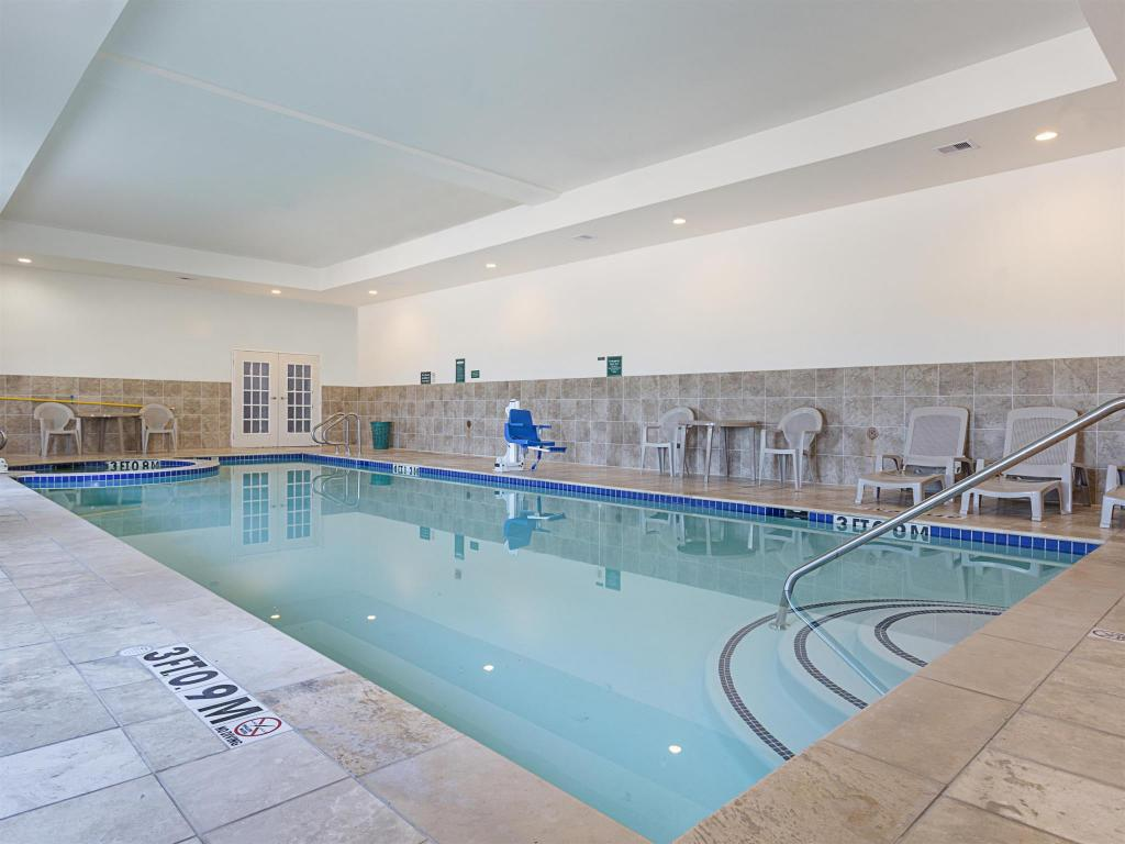 Swimming pool La Quinta Inn & Suites Brenham