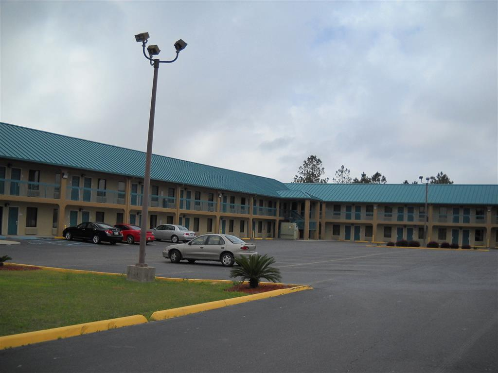 Exterior view Legacy Inn & Suites