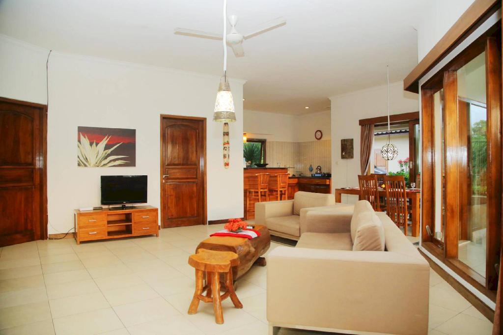 Interior view Beachfront 3BR Villa Pamaron