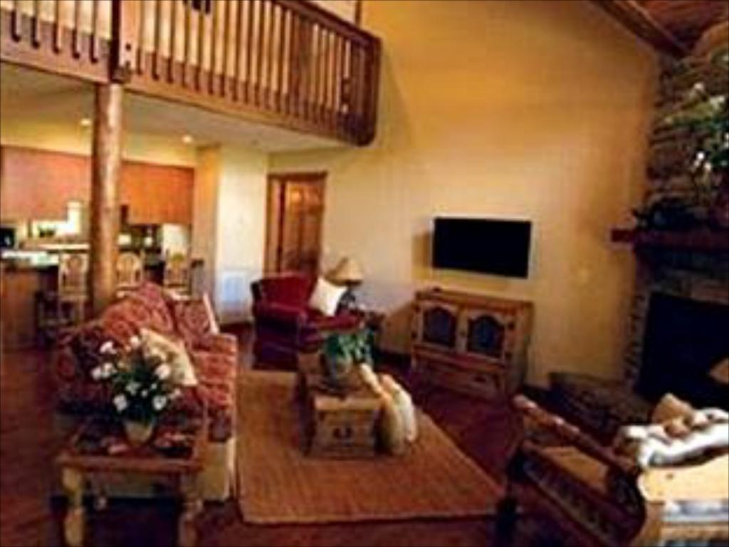 Awe Inspiring Capital Resorts The Lodges At Table Rock Lake In Branson Mo Interior Design Ideas Gentotthenellocom
