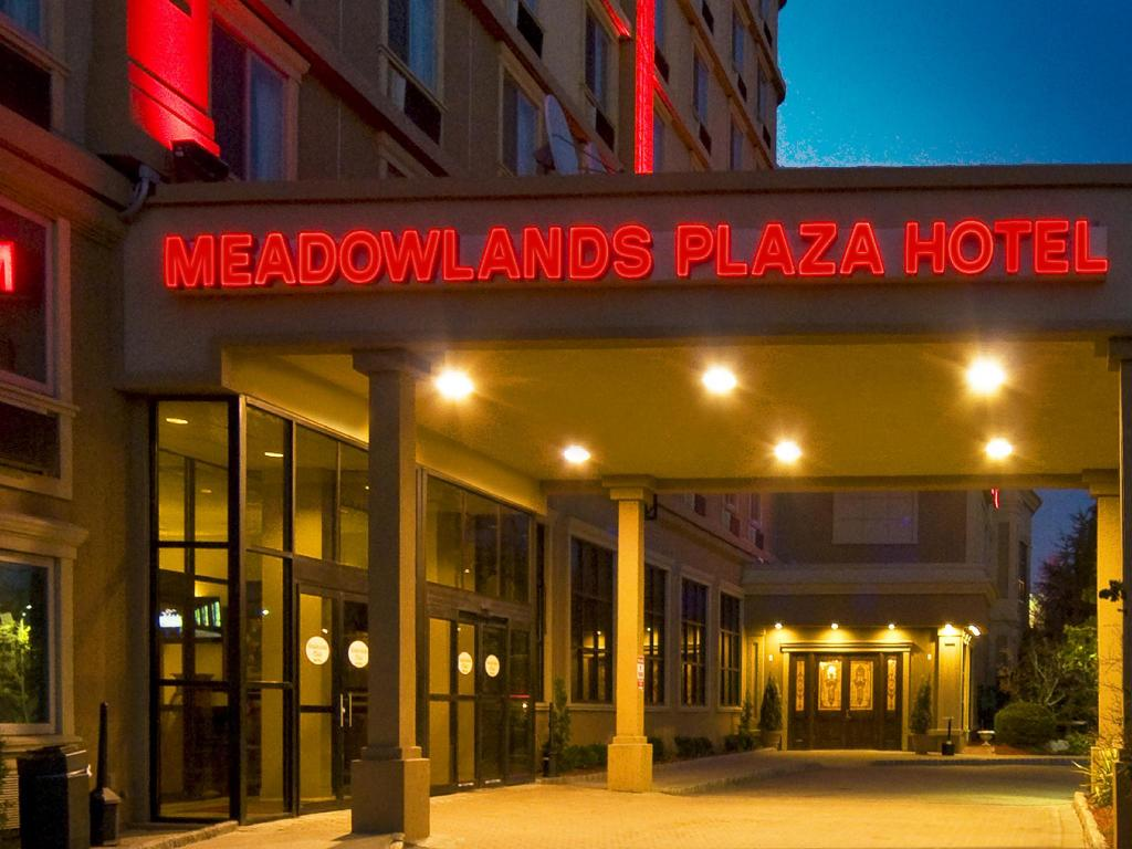 Meadowlands Plaza Hotel in Secaucus (NJ) - Room Deals, Photos & Reviews