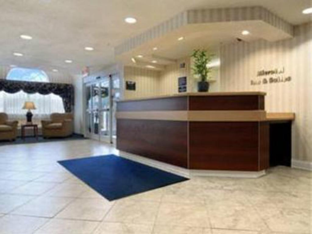 Лоби Microtel Inn & Suites by Wyndham Bremen
