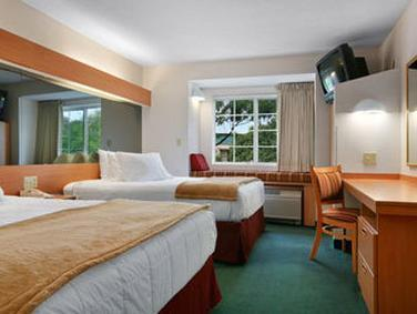 Kamar Queen dengan 2 Tempat Tidur Queen - Akses Penyandang Cacat/Bebas-Rokok (Queen Room with Two Queen Beds - Disability Access/Non-Smoking)