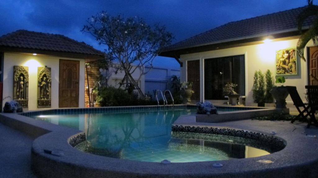 bazen [vanjski] Luxury Pool Villa Rayong