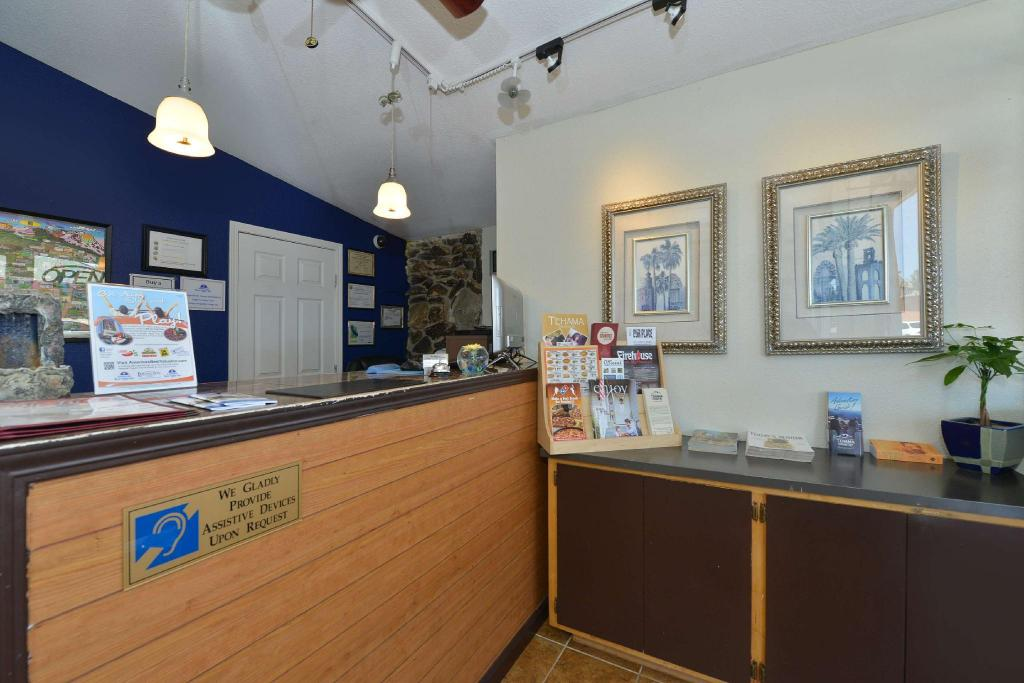Vestíbulo Americas Best Value Inn - Red Bluff, CA (Americas Best Value Inn  - Red Bluff, CA)