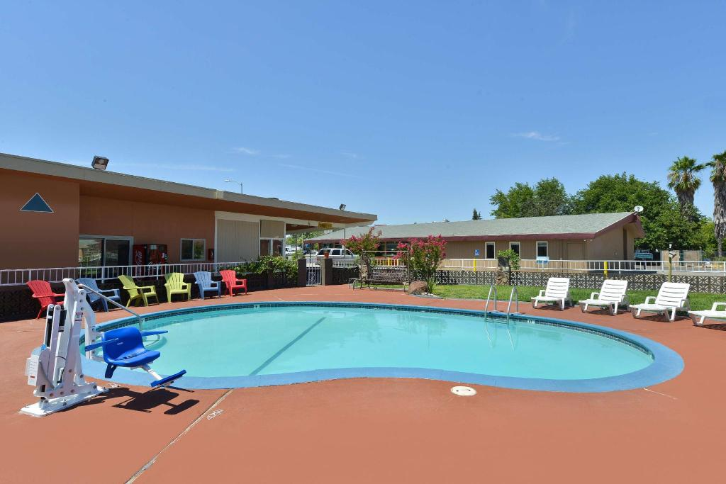 piscina al aire libre Americas Best Value Inn - Red Bluff, CA (Americas Best Value Inn  - Red Bluff, CA)
