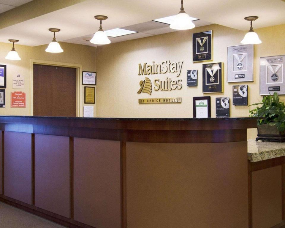 Lobby MainStay Suites Rogers