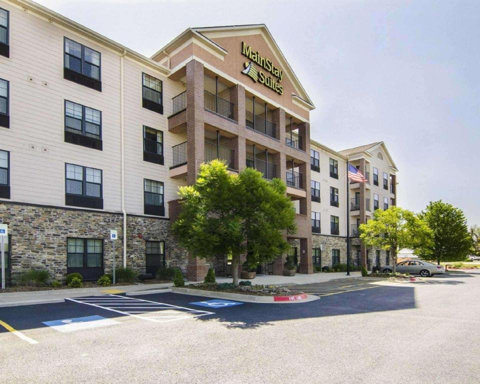 MainStay Suites Rogers near I-49