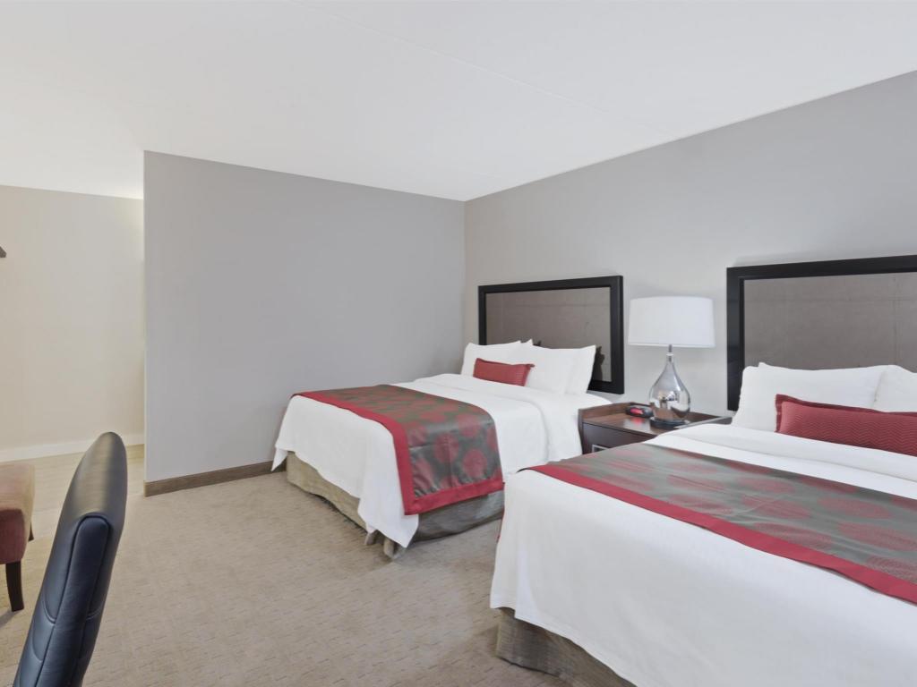 ramada by wyndham boston in boston ma room deals. Black Bedroom Furniture Sets. Home Design Ideas