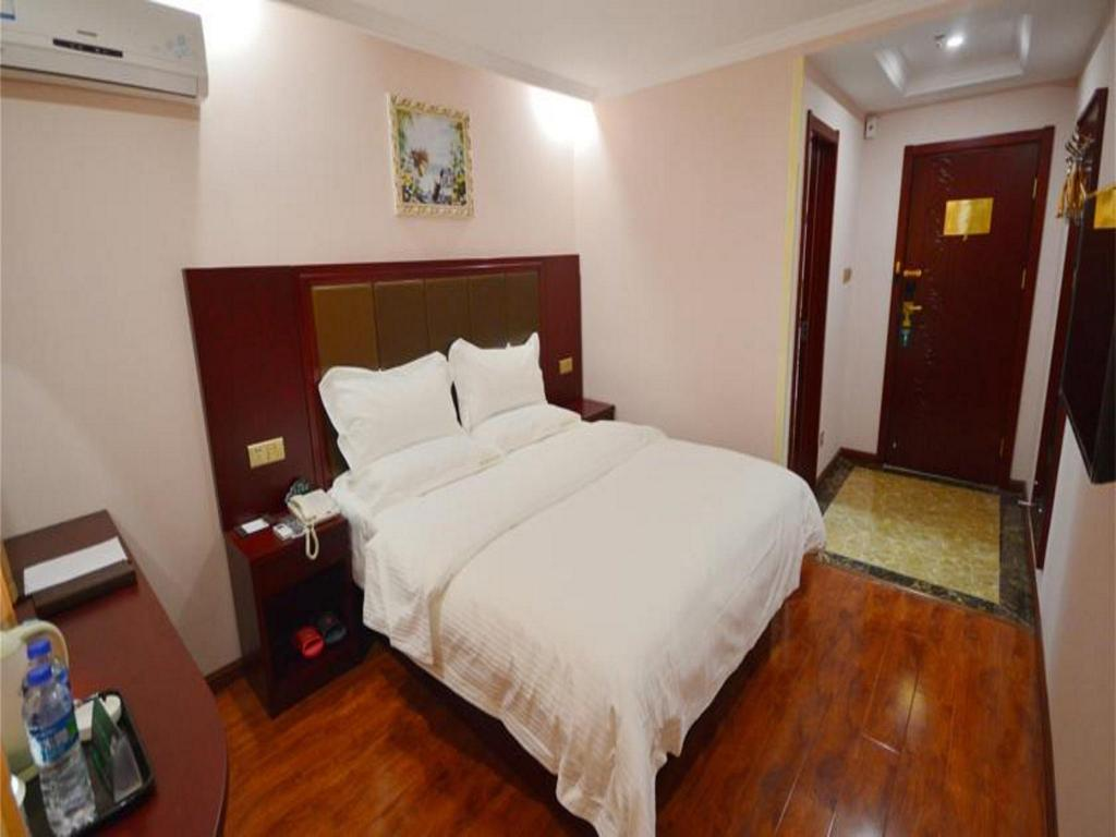King Room - Guestroom GreenTree Inn Zhenjiang Jurong Yalong Business Hotel