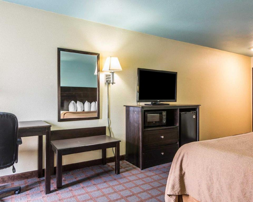 King Room - Non-Smoking SureStay Plus Hotel by Best Western Blue Springs