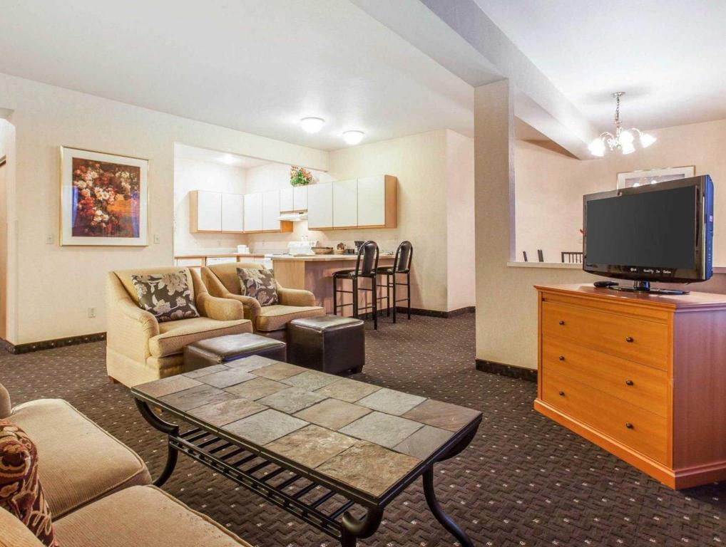 best price on quality inn renton in renton wa reviews. Black Bedroom Furniture Sets. Home Design Ideas