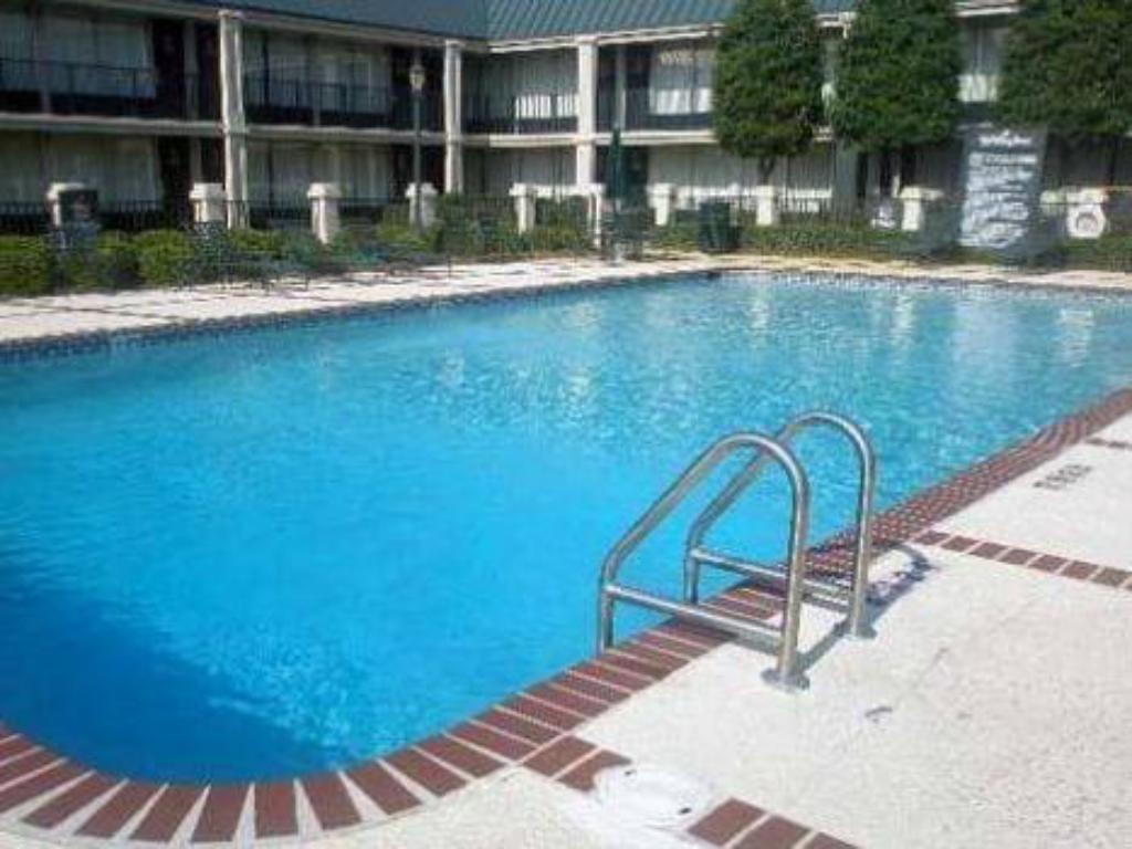 Swimming pool Quality Inn - Richmond Hill