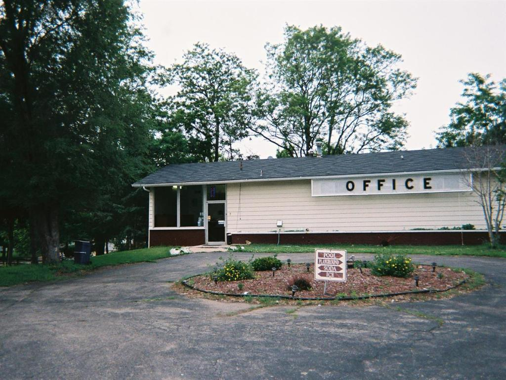 More About Reedsburg Motel