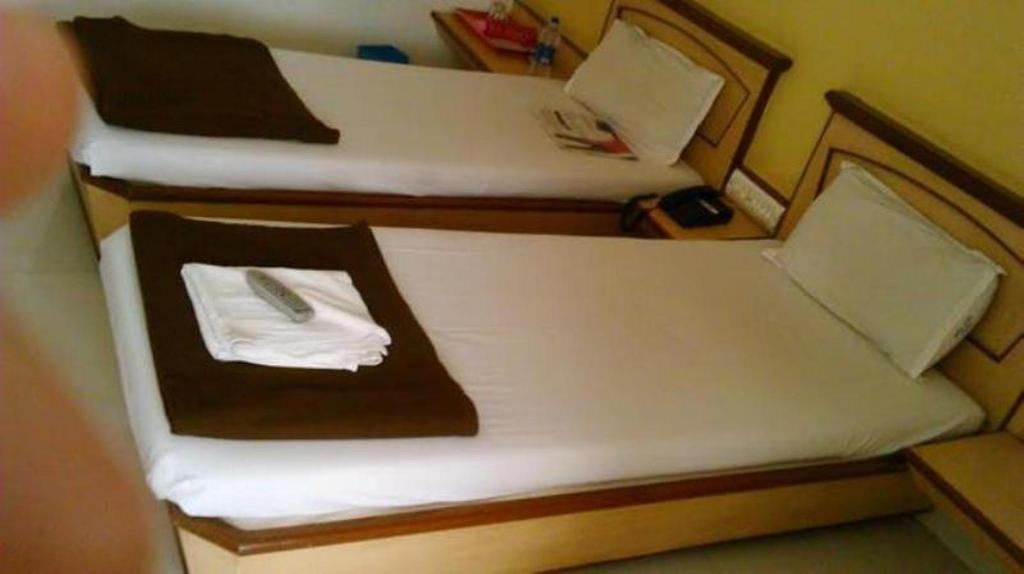 Standard - (2 Single Beds) - Bed Hotel Jay