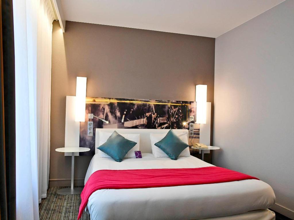 classic double bed bed hotel mercure paris gare de lest magenta