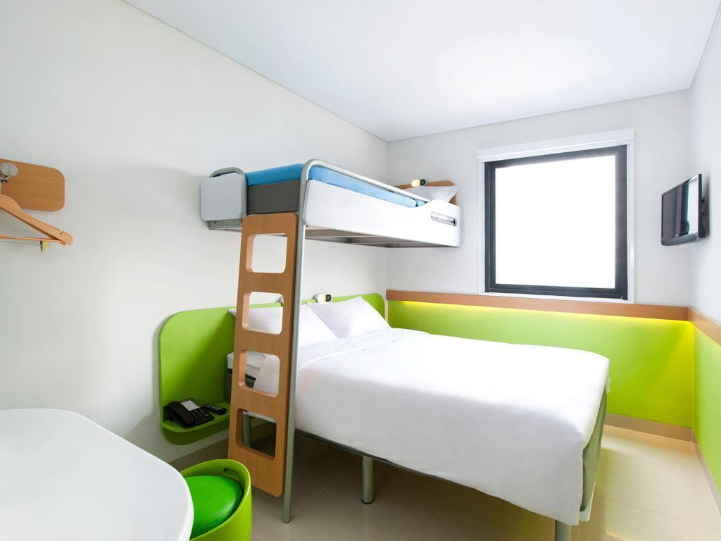 Kamar dengan 1 Kasur King dan 1 Ranjang Susun – Bebas Asap Rokok (1 King Bed and 1 Bunk Bed Non-Smoking)