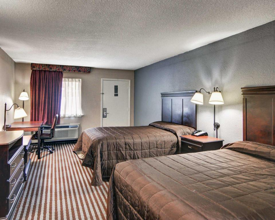 Double with 2 Double Beds - Non-Smoking Rodeway Inn Gainesville I-35