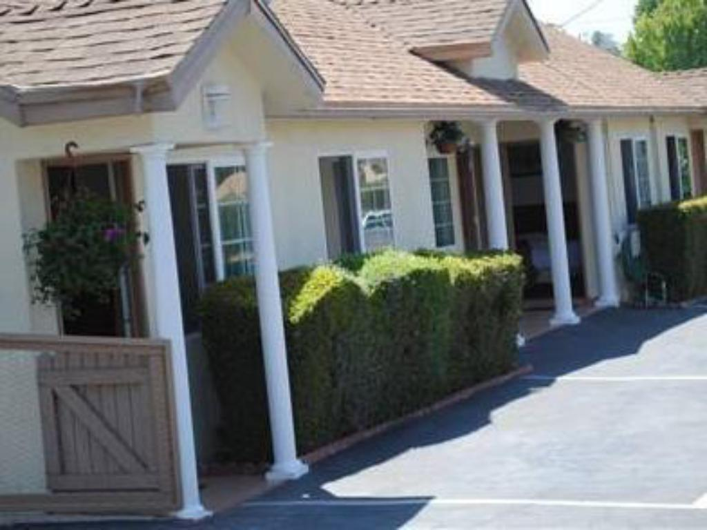 More about Rose Bowl Motel