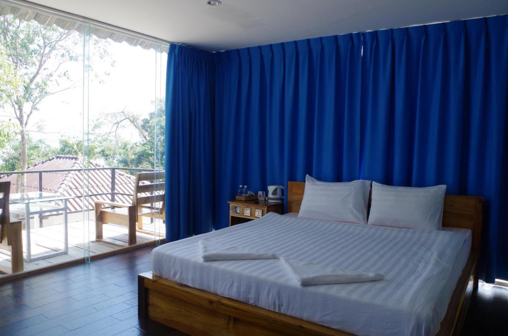 Deluxe Double Room with Sea View - Bed Koh Rong Ocean View Bungalow