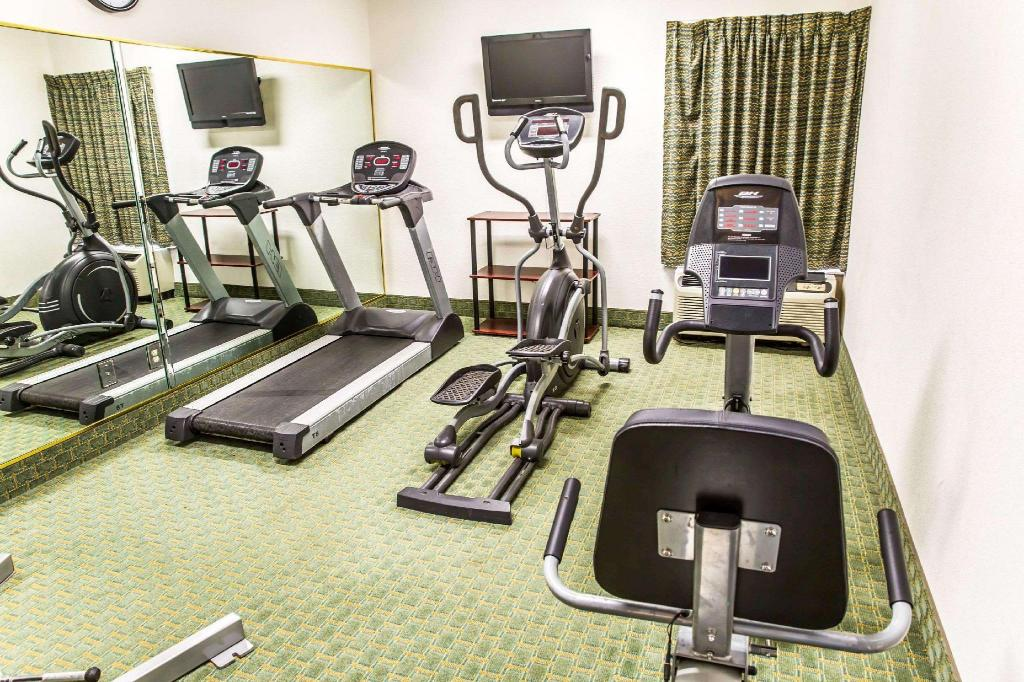 Fitness center Quality Inn Fayetteville