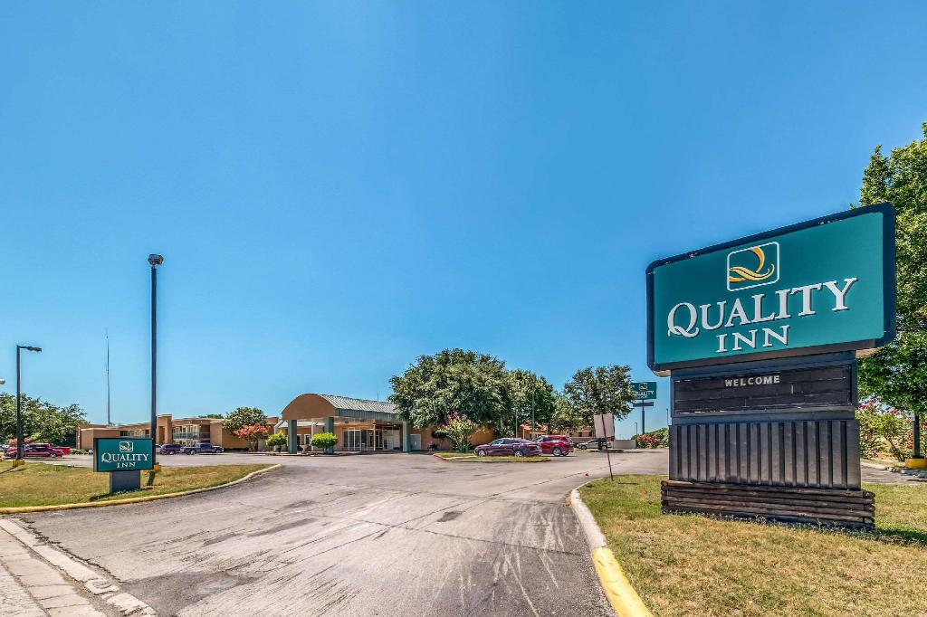 More about Quality Inn Gainesville