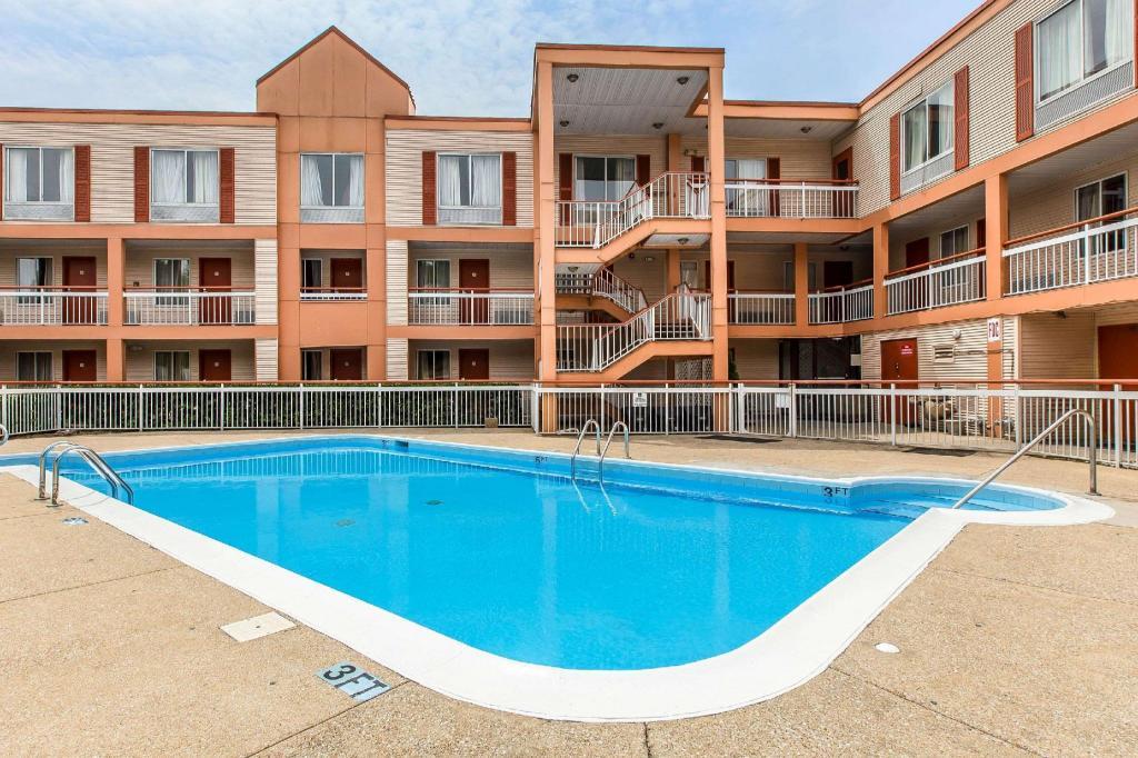 Quality inn homewood in birmingham al room deals - Hotels with swimming pools in birmingham ...