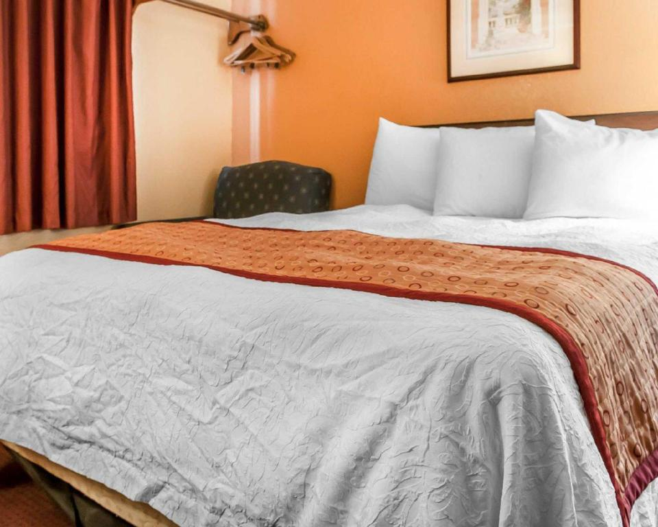 2 Queen Beds, Smoking - Guestroom Rodeway Inn