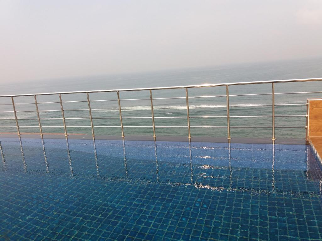 Swimming pool Colombo Sea view Apartment