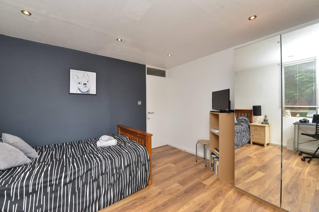 Fantastic Room next to Northern Line Zone