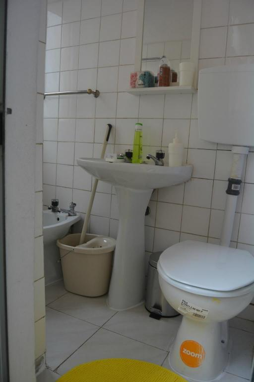 Bathroom FAMILY FRIENDLY 2 BEDROOM APARTMENT